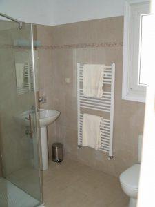 Helios Court Bathroom